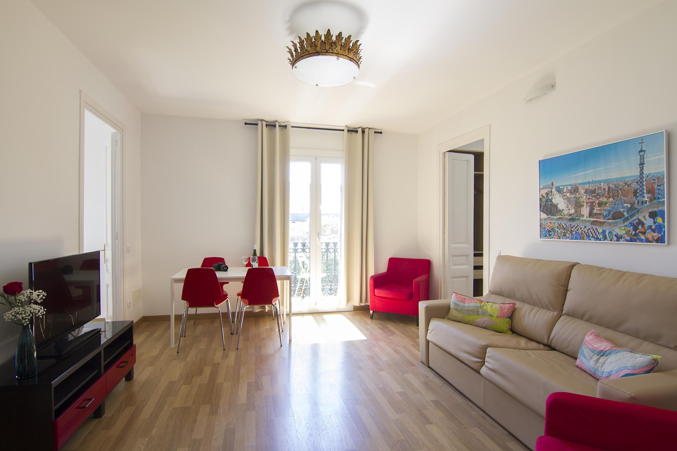 Four Bedroom apartment with balconies 4 12 guests