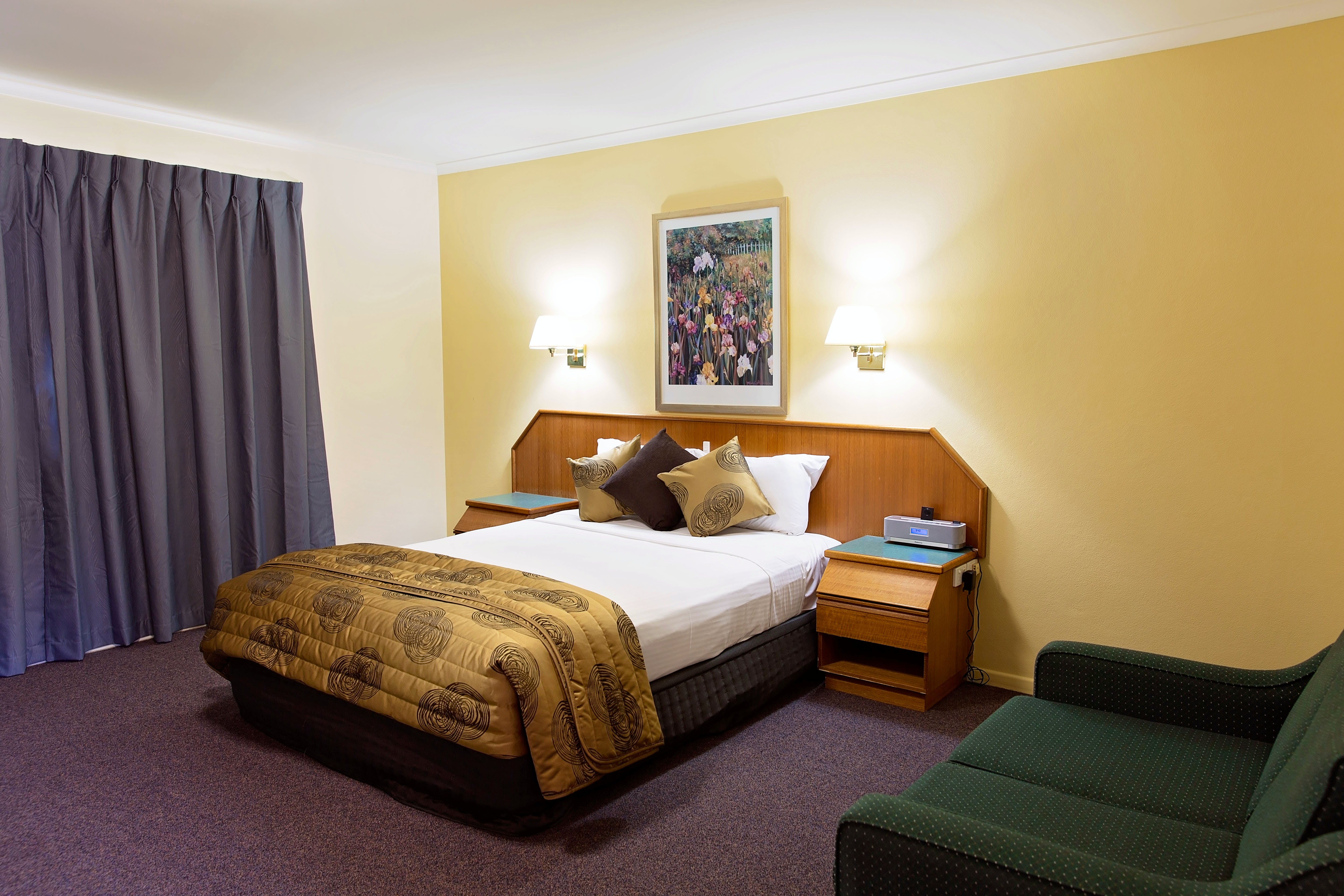 Superior Spa Room White Lace Motor Inn Mackay