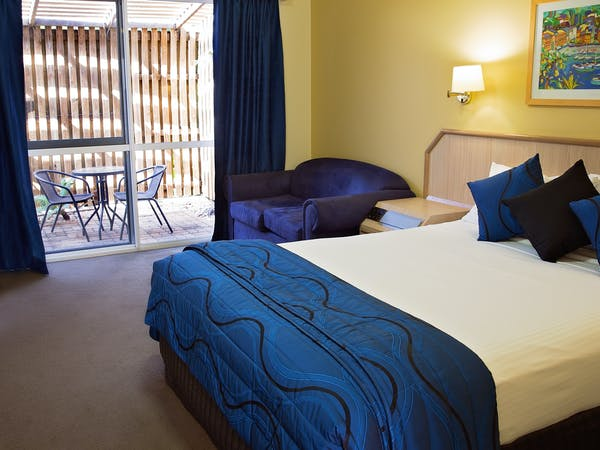 Garden Courtyard Room White Lace Motor Inn Mackay, Best Rate Guarenteed