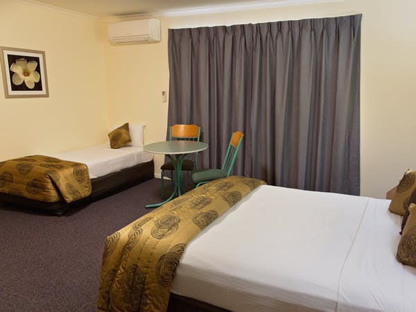 Superior Spa Room White Lace Motor Inn Mackay, Experience comforts of your own home