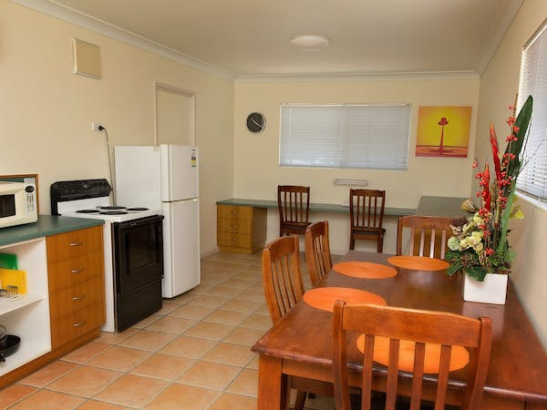 Kitchen Family Room with Kitchen White Lace Motor Inn Mackay, Self-Contained Rooms