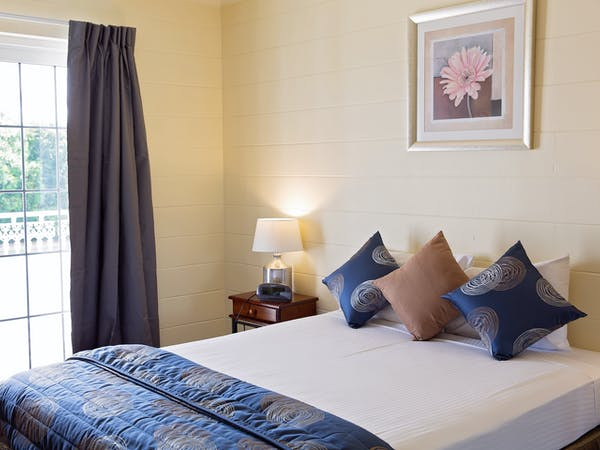 Bedroom Apartment White Lace Motor Inn Mackay, Comfortable Rooms