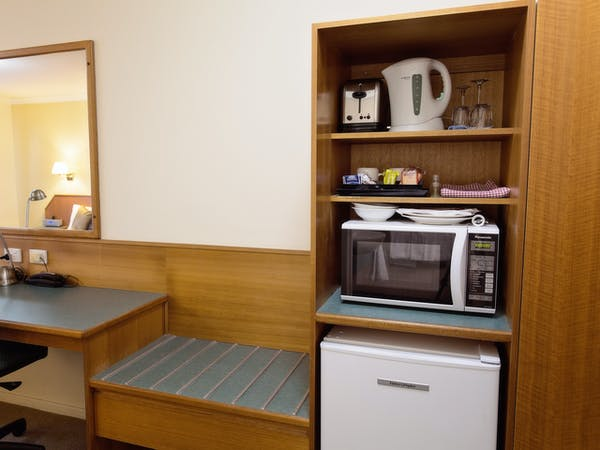 Microwave toaster in all Superior Rooms White Lace Motor Inn