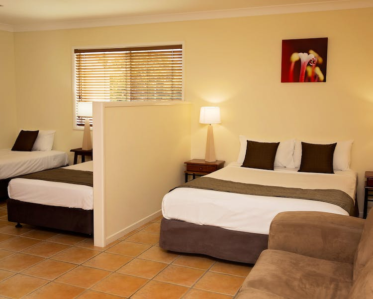 Bed Room Family Room with Kitchen White Lace Motor Inn Mackay
