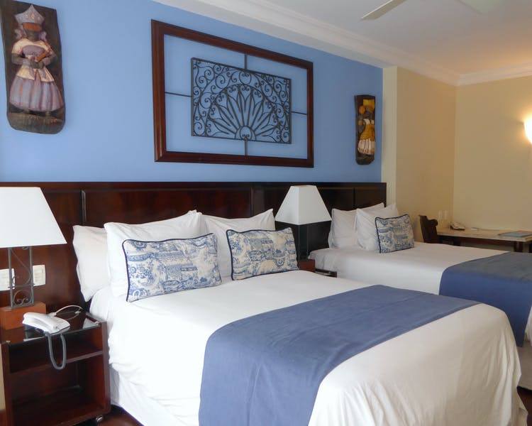 Hotel Casa Amarelindo DeLuxe Room Twin Beds Detail