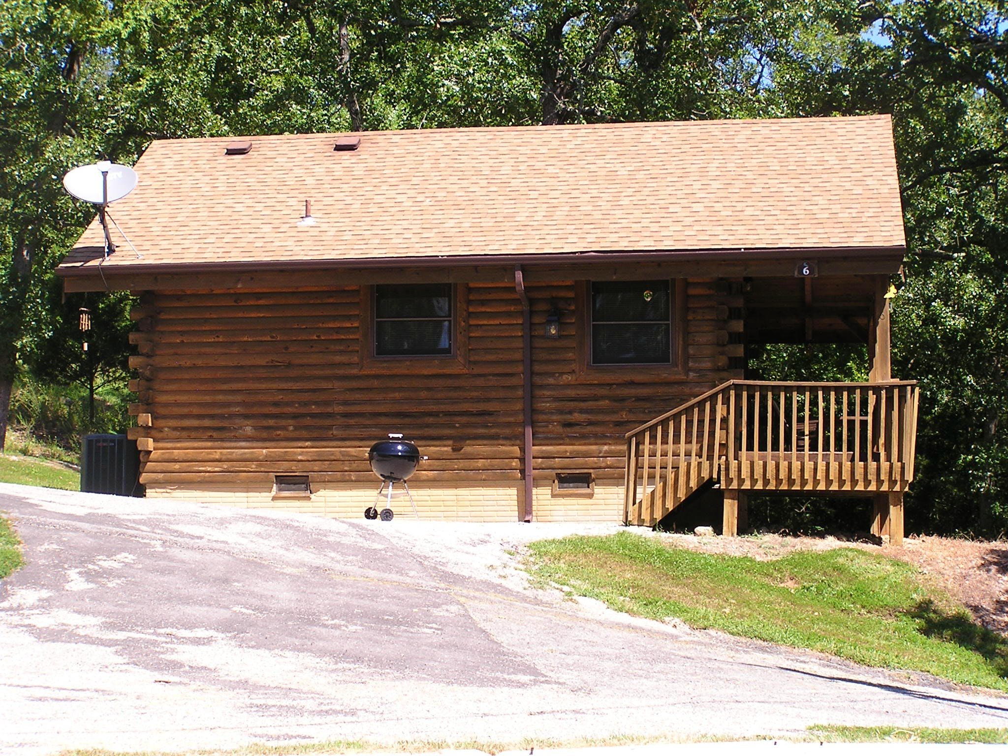 Log cabin 6 1 bedroom mill creek resort on table rock lake for Two room log cabin