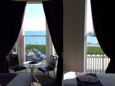 hotel room with view of the sea and brighton pier 1