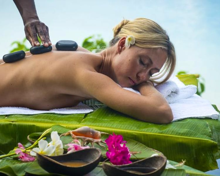 The Havannah, Vanuatu. Award winning Luxury resort  for couples,  romance, weddings and Honeymoon. Relaxation  massage