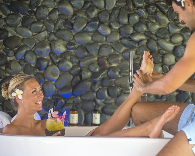 Deluxe Waterfront Villa The Havannah, Vanuatu. Luxury resort  for couples,  romance, weddings and Honeymoon.Outdoor bath