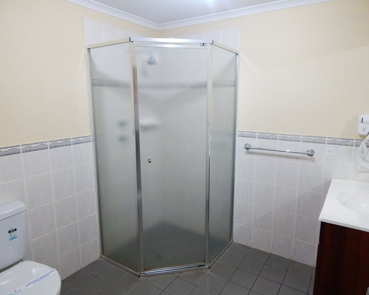 Executive Double Bathroom