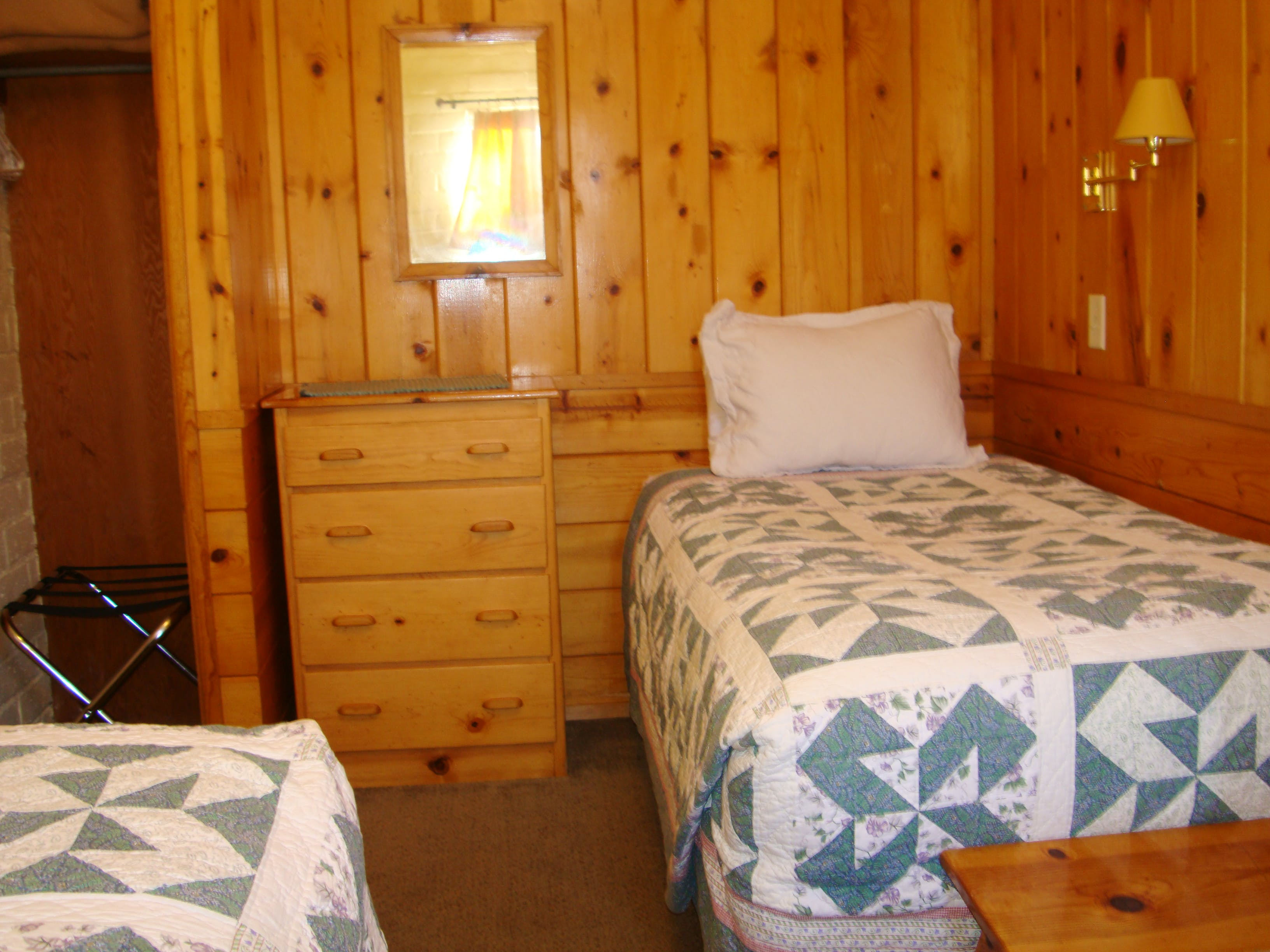 Twin bedded room in 2-bedroom cabin.