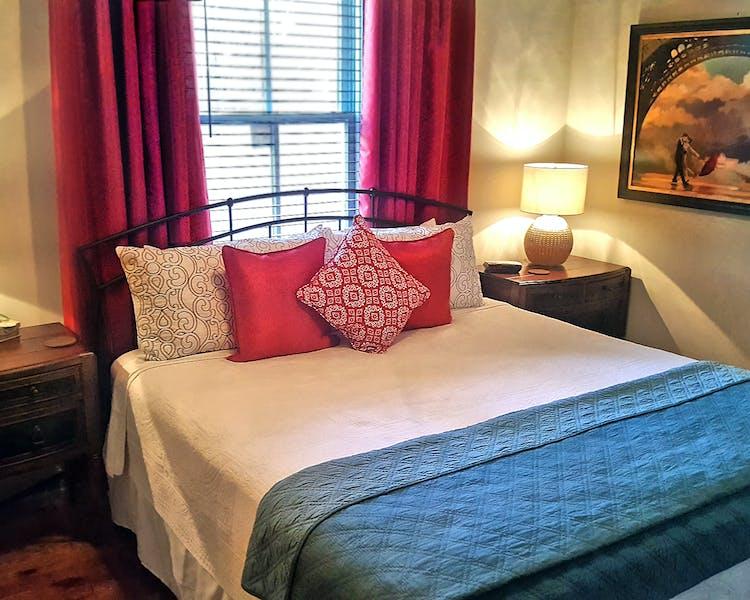 "<img src=""Zora Neals retreat .jpg"" alt=""guest room historic BnB St. Augustine, fl"" title=""affordable luxury, reserve today"">"
