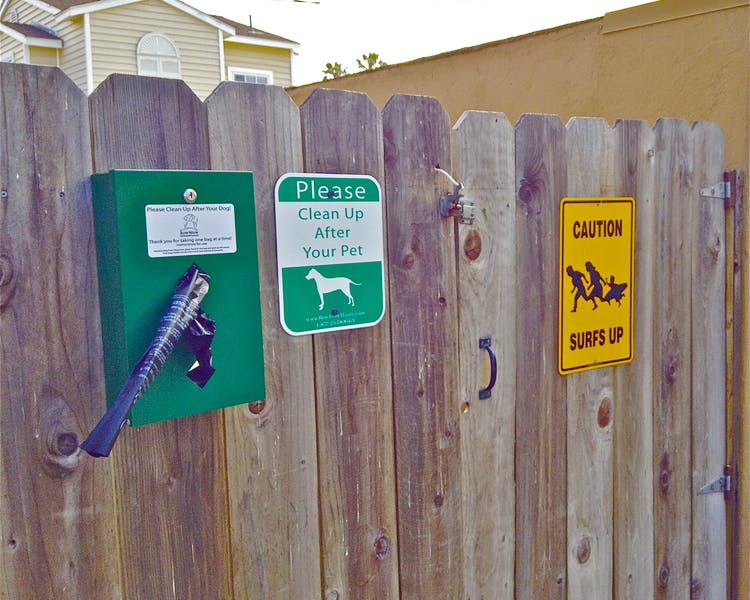 Blue Heron Cottages is a pet friendly property.  We ask htour guests to please be responsible pet owners-- baggies provided.