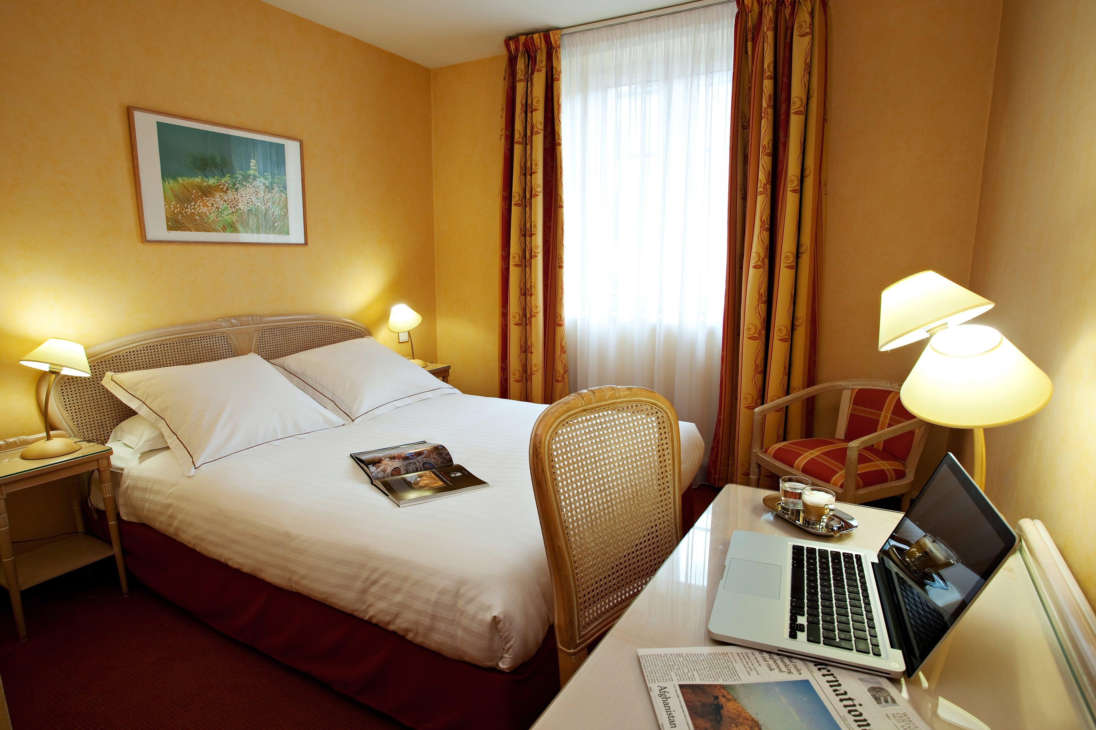 Comfort Room with Large Bed | Best Western Hôtel Crystal