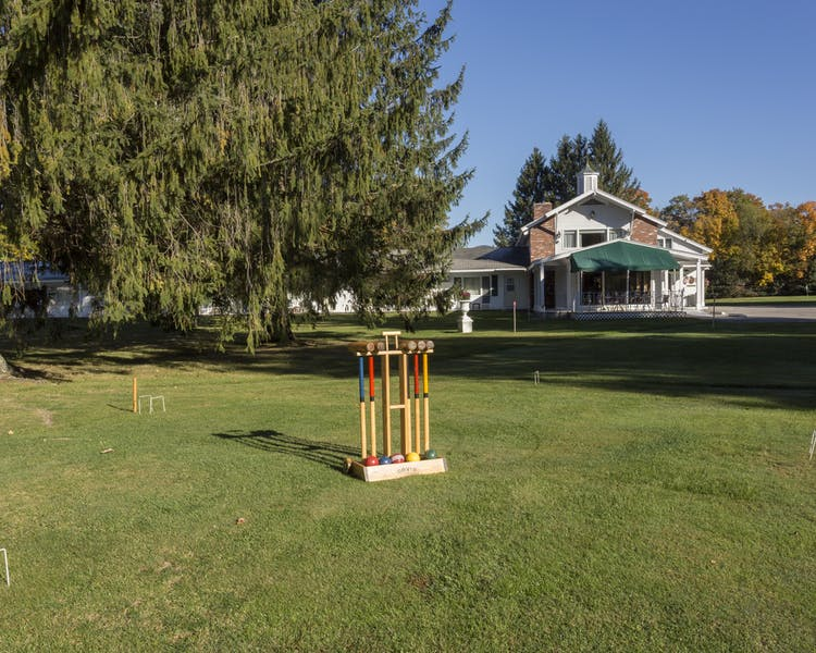 Palmer House Resort lawn games