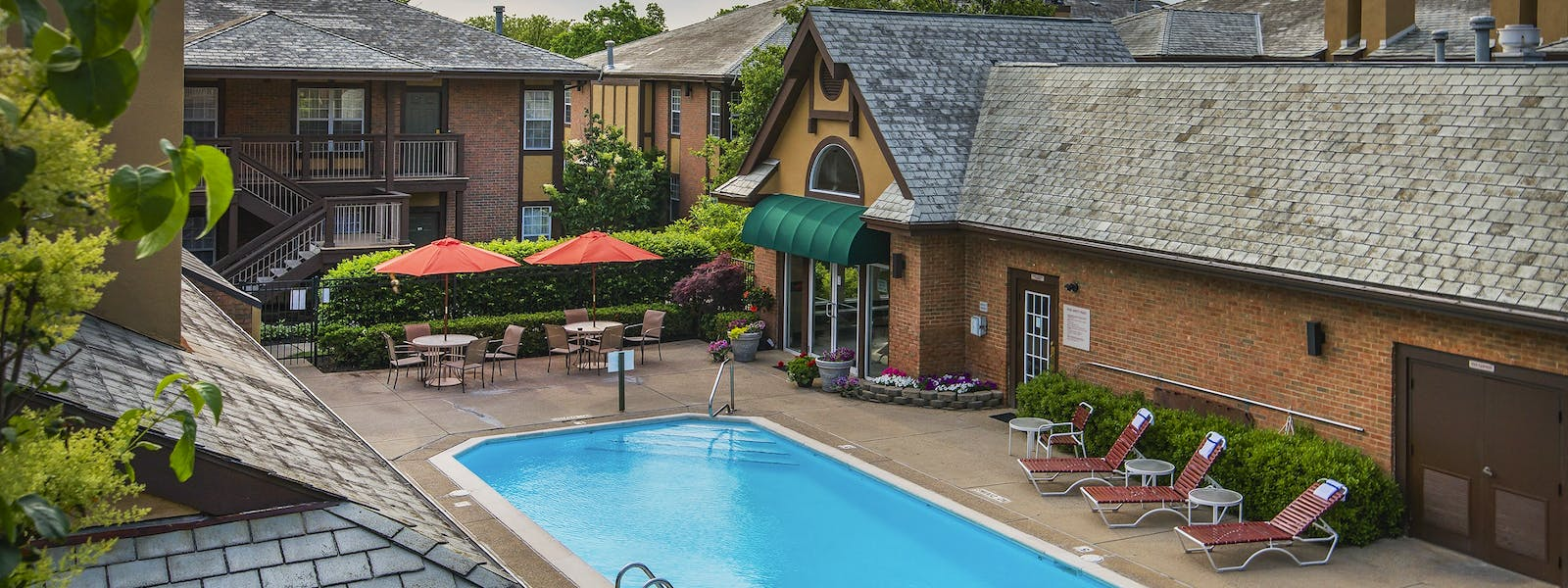 Cloverleaf Suites Heated Pool