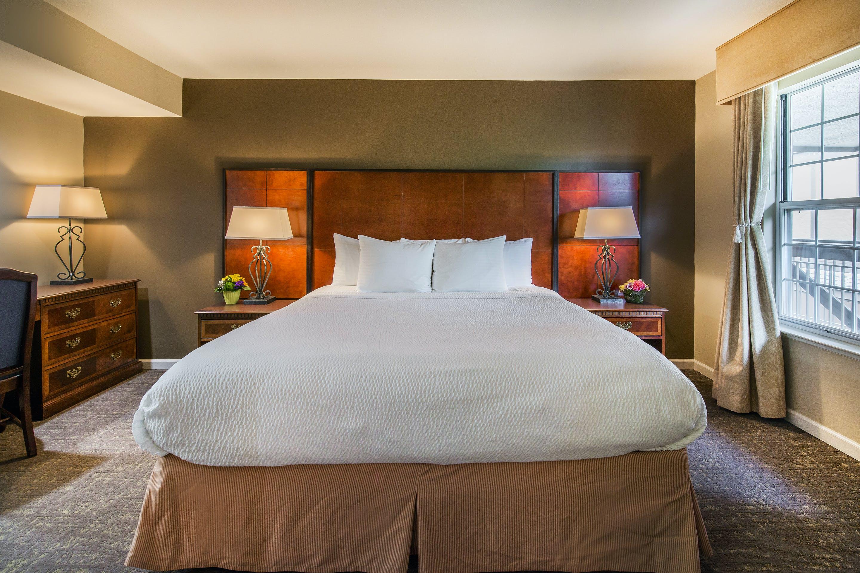 2 bedroom suite bedroom 1 king bedroom 2 queen sofa bed bathrooms 2 cloverleaf suites. Black Bedroom Furniture Sets. Home Design Ideas