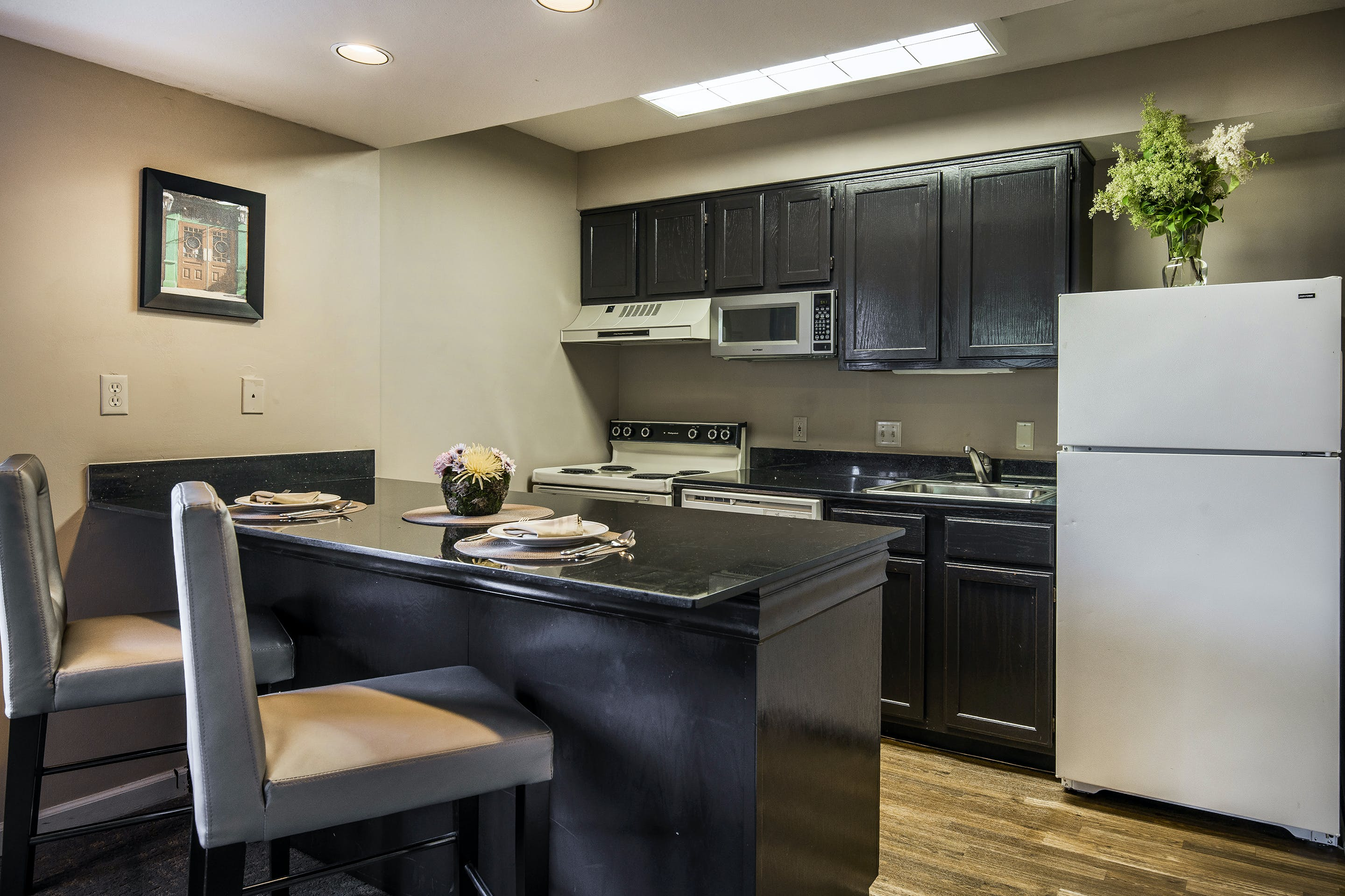 1 Bedroom Suite - Two Double Beds with Sofa Bed   Cloverleaf Suites
