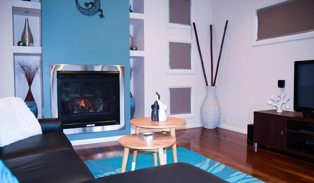 Cosy Gas Log fire for those cooler nights at Blue Ridge Retreat