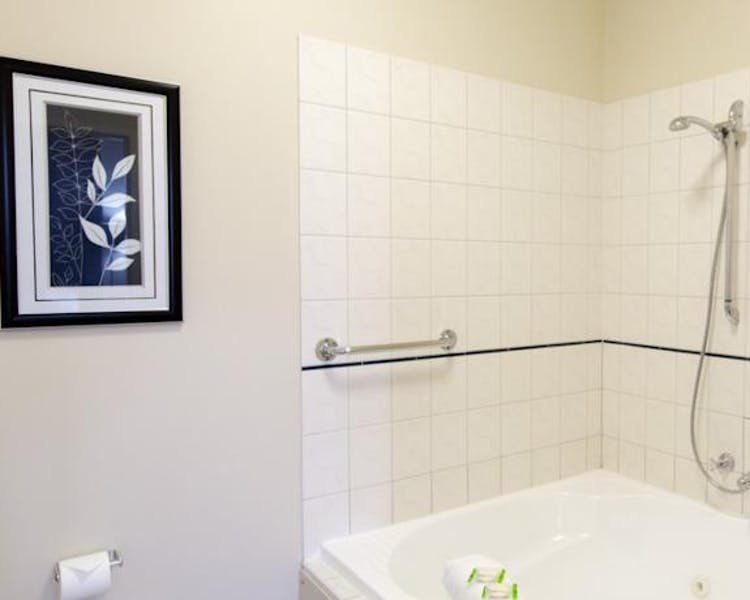Ballarat accommodation – Luxury spa bath