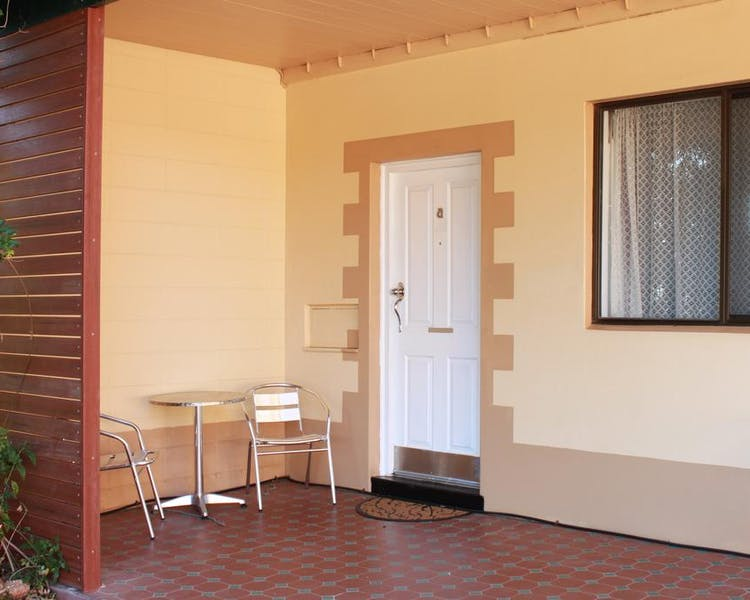 Outside view Queen room with spa Lodge Outback Motel Broken Hill