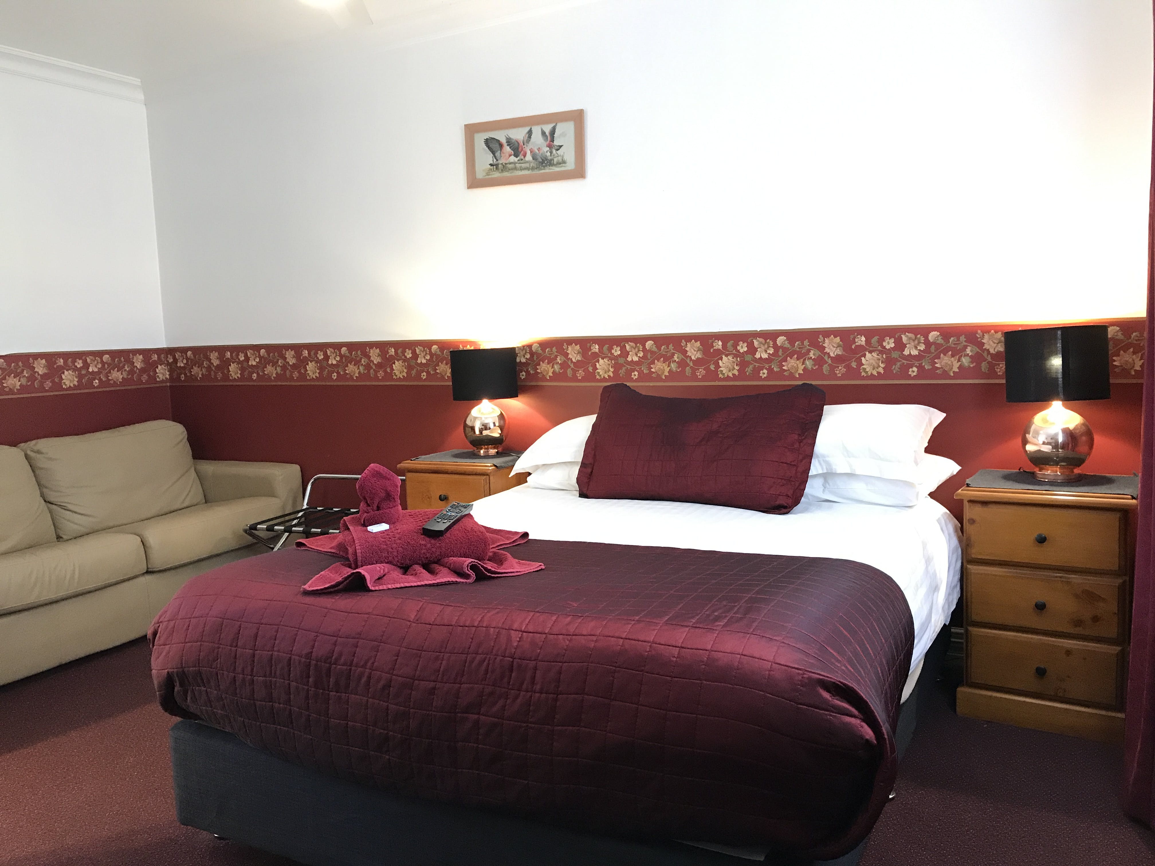 Queen room with two person spa Lodge Outback Motel Broken Hill