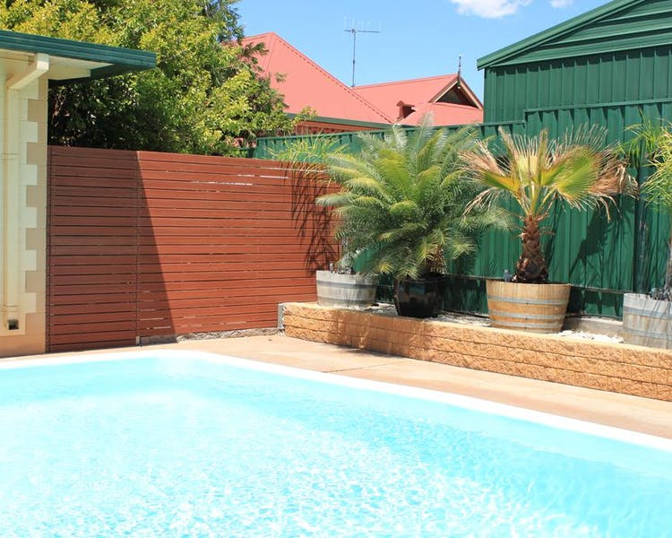 Outdoor Pool Lodge Outback Motel Broken Hill