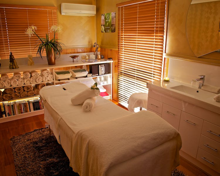 Venus Escapes therapies room, Venus Bay Bed and Breakfast, massage, weekend away, close to beach, adults only, inverloch bed