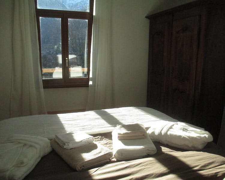 room, double, mountain view, boxspring bed
