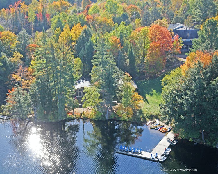 Family vacations and cottage rentals on beautiful Walker Lake in Muskoka close to Algonqion Park and Huntsville