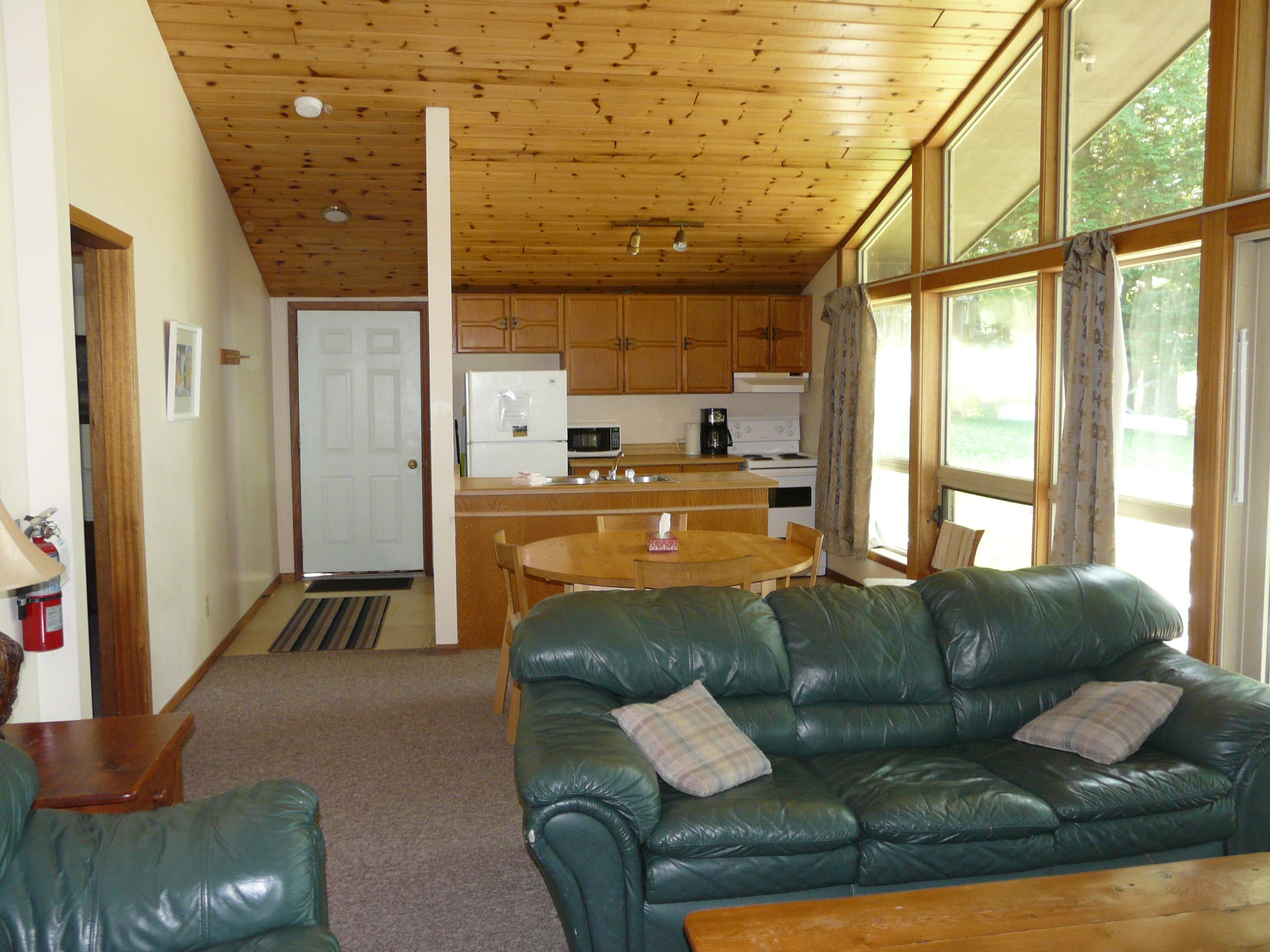Family vacation cottage rentals nestled in the woods on beautiful Walker Lake in Muskoka near Huntsville and Algonquin Park