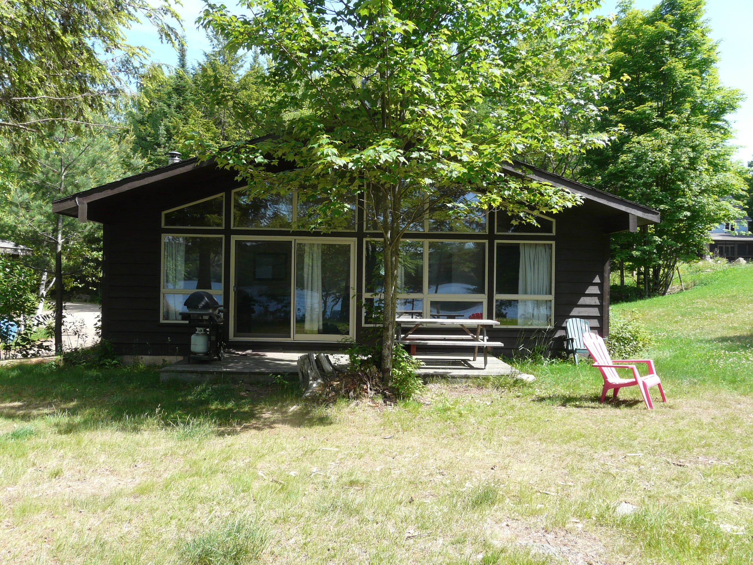 Family cottage vacation rentals nestled in the woods on beautiful Walker Lake in Muskoka near Huntsville and Algonquin Park