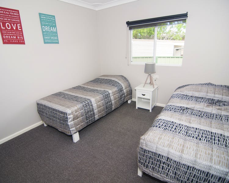 Unit 5 bedroom 2 with 2 single beds