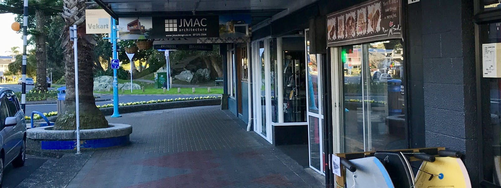 Front of our entrance - come on and stay with us at Mount Backpackers, the only hostel in downtown Mount Maunganui