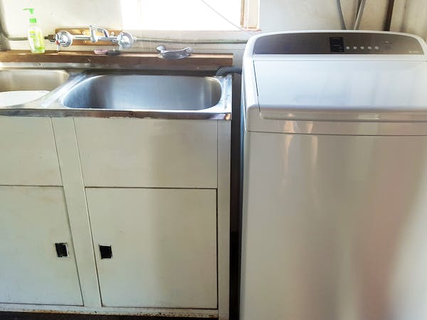 Large 10kg washing machine for large family groups.