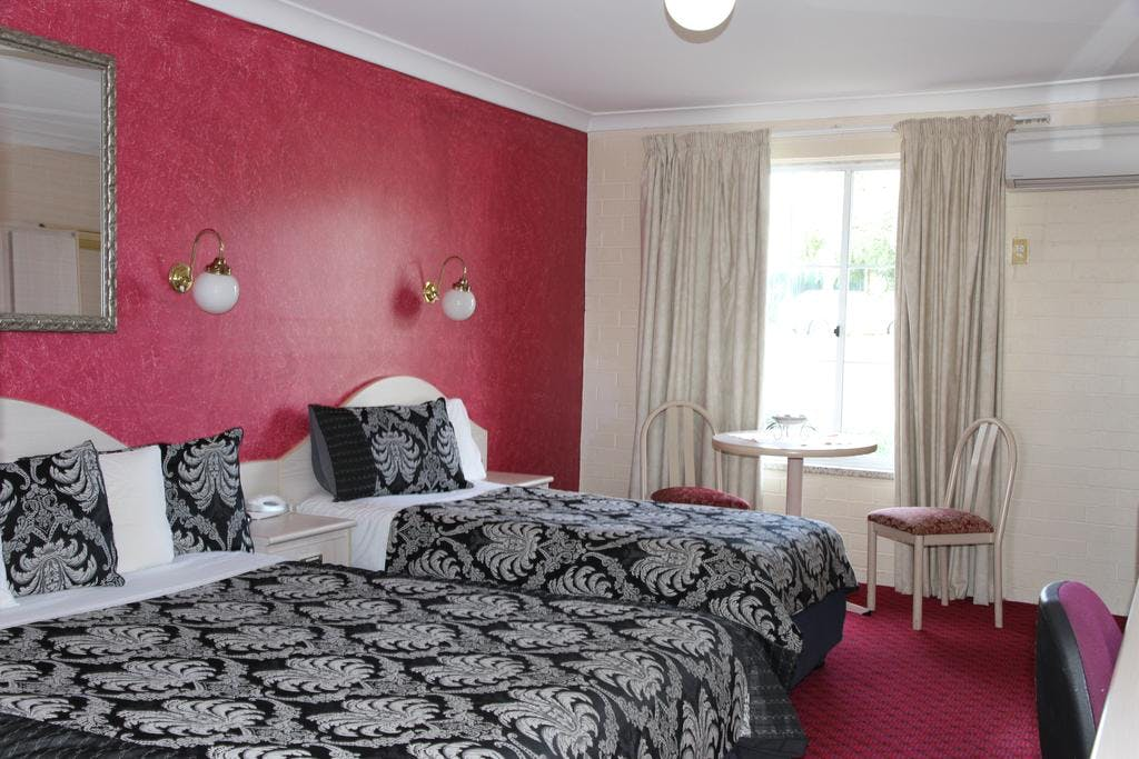 Standard Queen Double (1 bed) and Standard Twin rooms (Queen and single) are roomy and welcomingwith modern bathrooms.