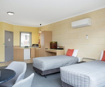 Portside Motel Port Campbell Deluxe Family room studio style room
