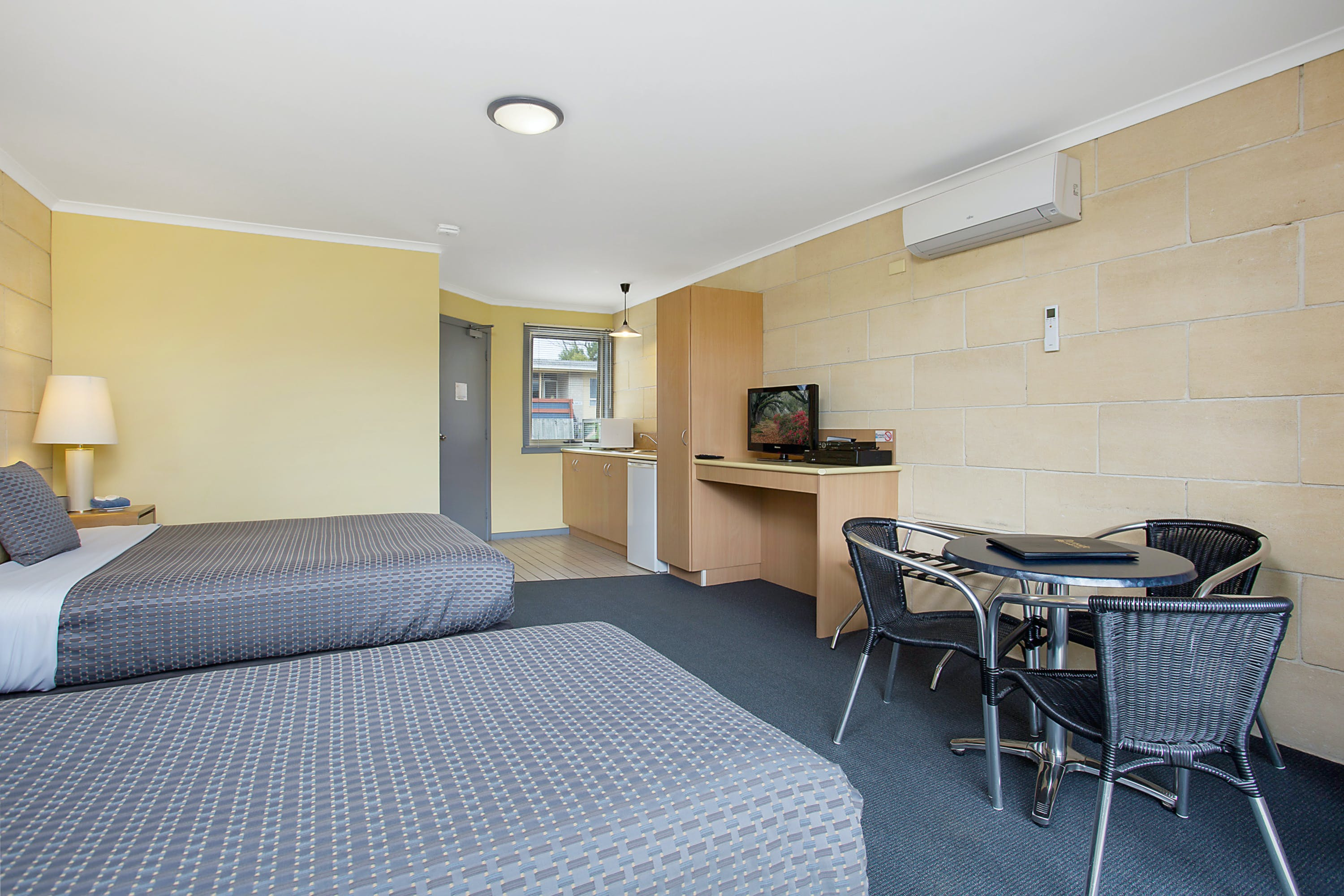 Portside Motel Port Campbell Deluxe Twin Room 3