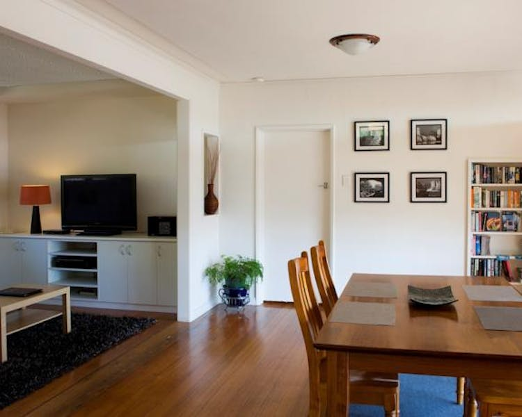 Portside Motel Port Campbell two bedroom apartment dining