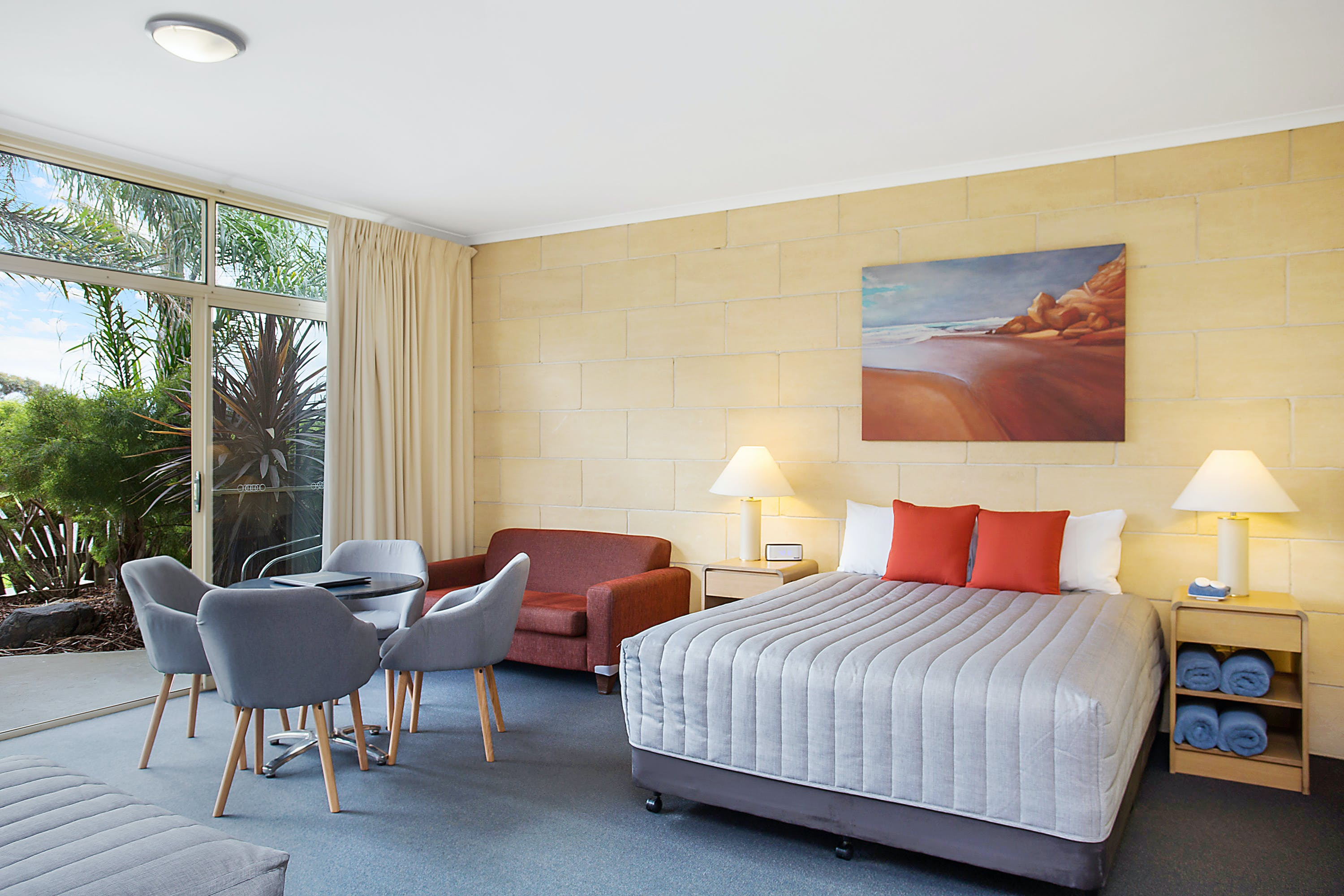 Portside Motel Port Campbell Deluxe Family room decor