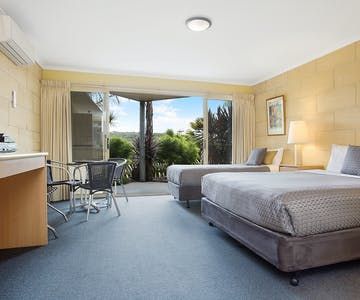 Portside Motel Port Campbell Deluxe Twin room view