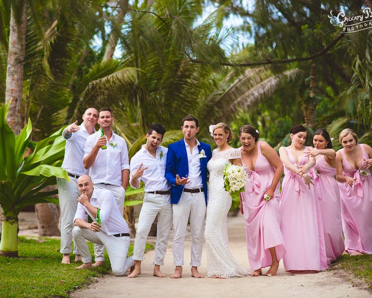 Wedding party Island Photo