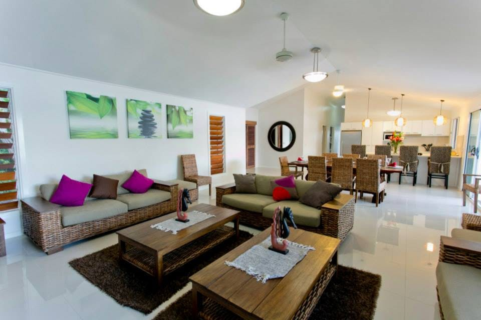 Aqua Blue Beach House - Open plan lounge and dining area