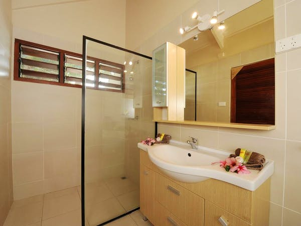 Beachfront Deluxe Family Loft Villa - Bathroom