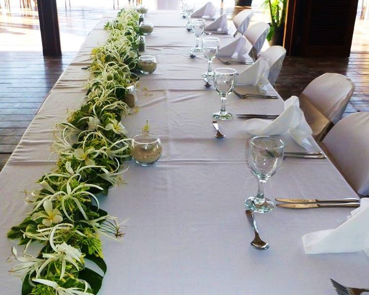 Aqua on Erakor Overwater Restaurant Bridal Table Floral Decor
