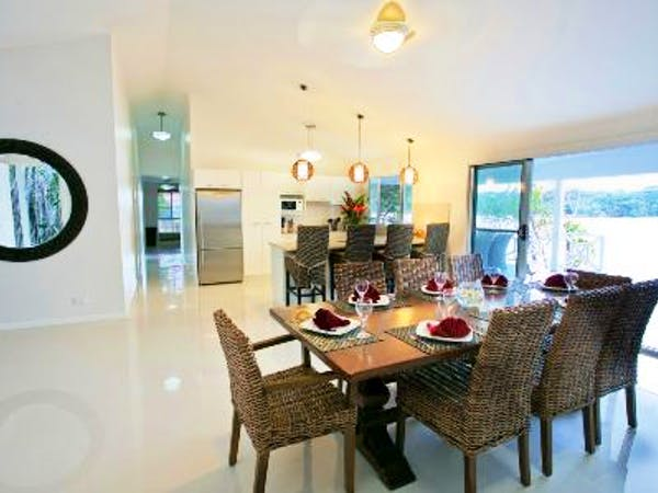 Aqua Blue Beach House - Open plan kitchen & dining area