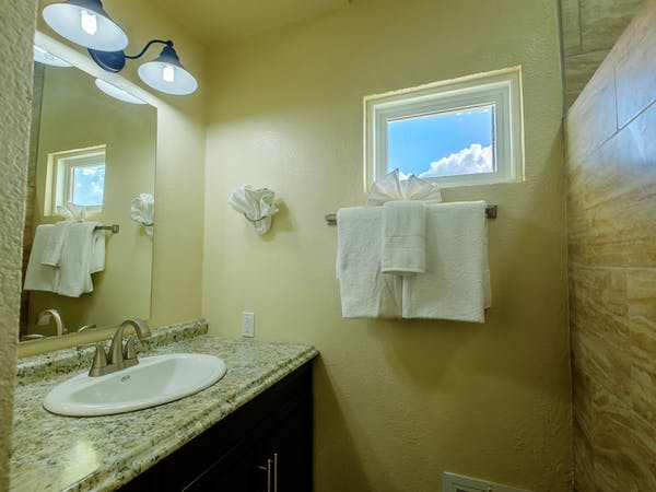 Queen Mini Suites Bath