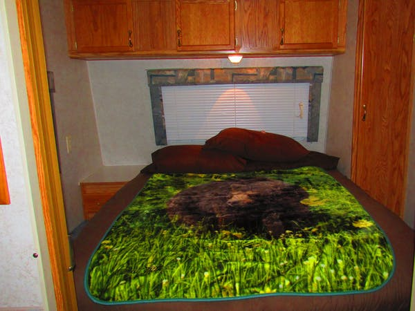 Innsbruck Cabin RV at Best Bear Lodge & Campground