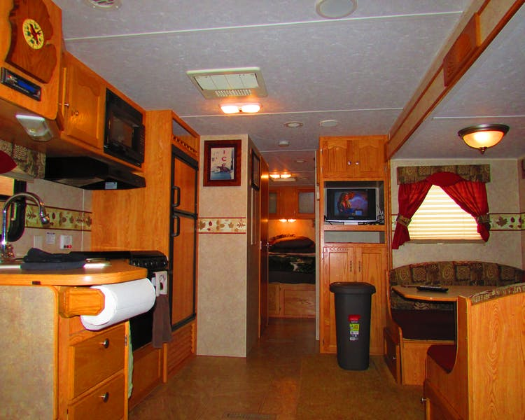 Cabin RV at Best Bear Lodge