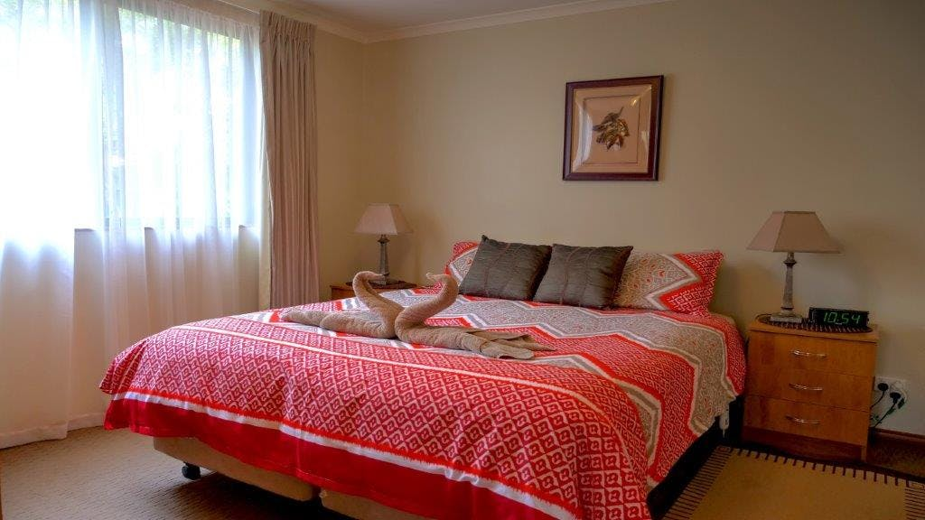 #Comfortable bedding with quality linen and electric blankets at Ficifolia Lodge in Parndana